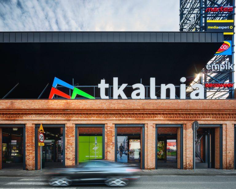 Główne wejście do centrum handlowego Tkalnia